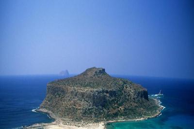 Недвижимость на Ионические острова . Остров площадью 950000 кв.м.
