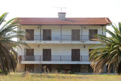Недвижимость на Халкидики . Отель площадью 200 кв.м.