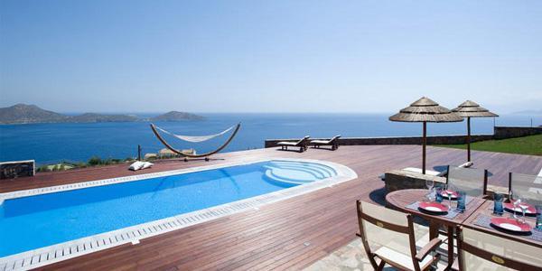 Вид на виллу в Греции